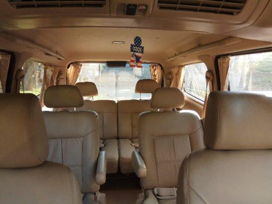Nissan-Serena-interior-650x488