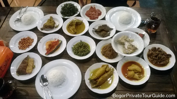 nasi-padang-table